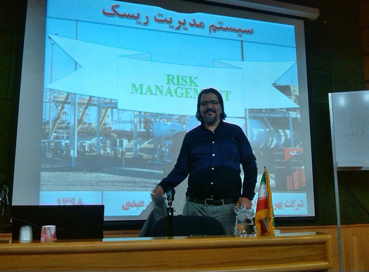 تدریس دوره آموزشی مدیریت ریسک سالن همایش و کنفرانس شرکت نفت و گاز