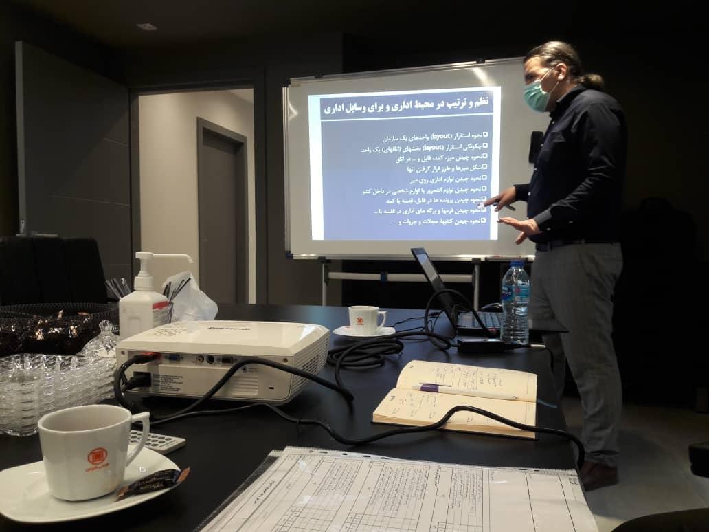 تدریس دوره آموزشی نظام آراستگی محیط کار 5S در محل دفتر مرکزی شرکت کاشی توس